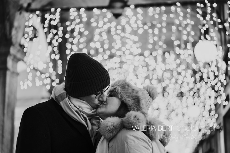 Romantic Couple Portraits in Venice at Christmas